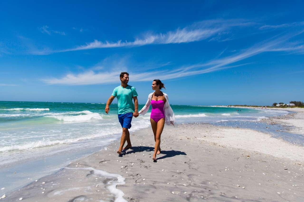 palm island couple on the beach